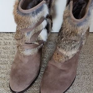 STUNNING/NEVER WORN Louise et Cie fur cuffed boots